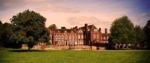 Основное здание школы Princess Helena College
